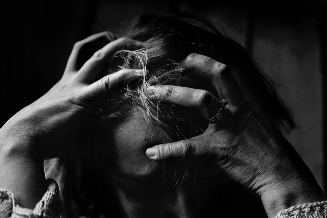 25岁雪莉自杀:当你死去,全世界突然爱你,理解你了。