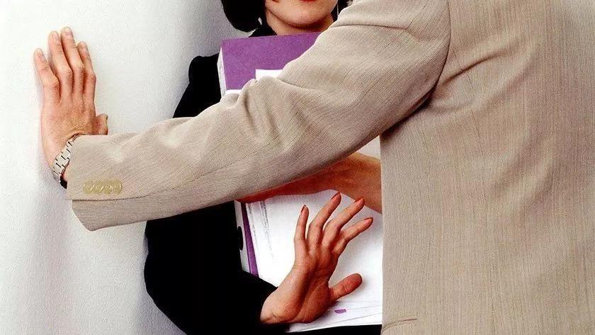 学生被职场性骚扰,滑铁卢大学回复:这是你该学习的professional life!?